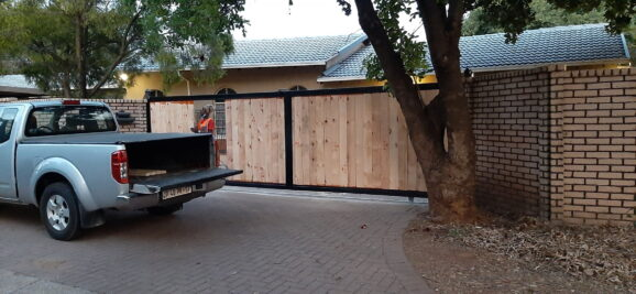 Seven meter sliding gate with pine cladding